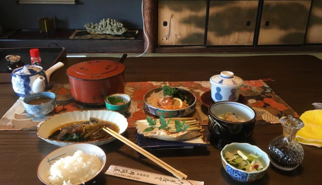 京都 ペットと泊まれる宿 「 ちりめん街道料理旅館井筒屋 」